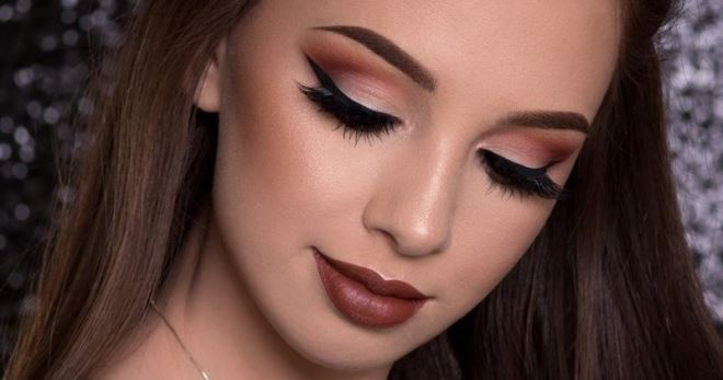 Модные fashion-идеи: макияж Смоки айс (Smoky eyes) с тёмной помадой